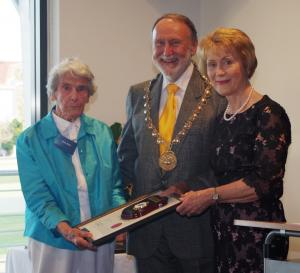 WA Governor Kerry Sanderson presents Ruth Reid with Freeman of the City Honour